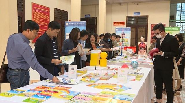 Giới thiệu SGK lớp 2, lớp 6 theo chương trình GDPT 2018 tại Hà Giang.