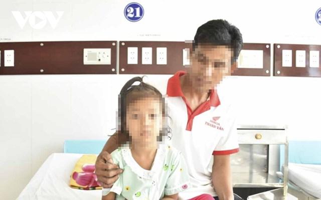 Bé gái L.T.B.T tại bệnh viện Đa khoa tỉnh Sóc Trăng.