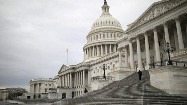 Hạ viện Mỹ phải hủy phiên họp vì tòa nhà Quốc hội có nguy cơ bị tấn công. Ảnh: Yahoo Finance.