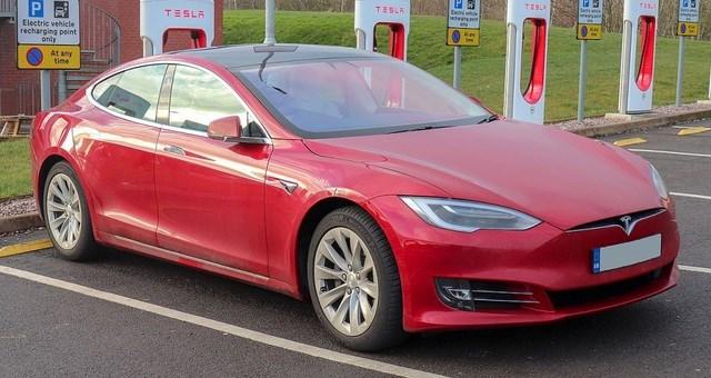 VinFast được báo châu Á đặt ngang hàng Tesla khi viết về xe chạy điện - Ảnh 2