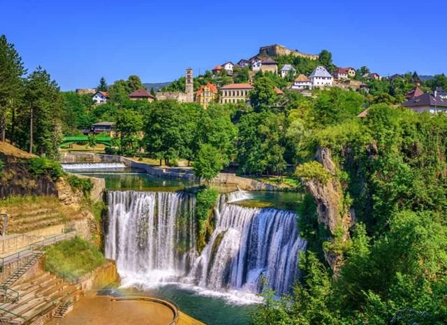 Chiêm ngưỡng những thác nước ngoạn mục nhất Châu Âu - Ảnh 1