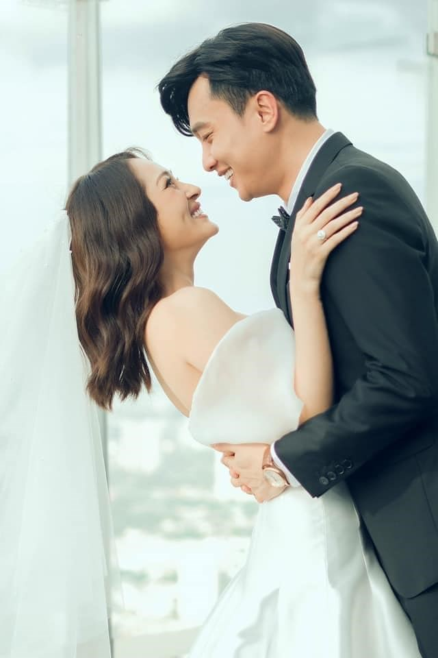 Bảo Anh bất ngờ đăng tải bức ảnh cưới chụp cùng nam diễn viên Quốc Trường.