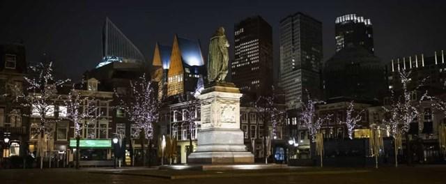 Phụ nữ Hà Lan được trao quyền bầu cử vào năm 1919. Hình ảnh cho thấy đường chân trời của The Hague vào ban đêm.