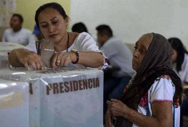 Phụ nữ chính thức được trao quyền bầu cử ở Mexico vào năm 1947. Tuy nhiên, phụ nữ được phép bỏ phiếu trong một số cuộc bầu cử địa phương và tiểu bang vào một ngày trước đó.