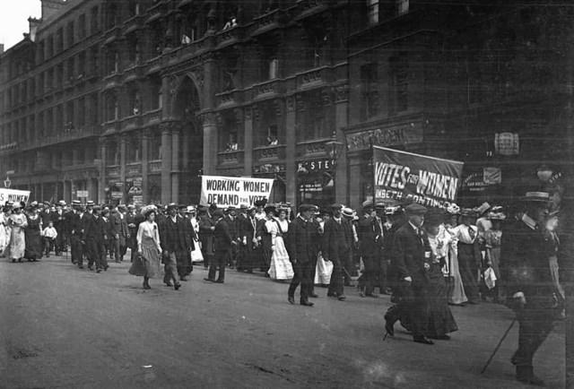 Phụ nữ trên 30 tuổi được cấp quyền bầu cử ở Vương quốc Anh và Ireland vào năm 1918, tùy thuộc vào các điều khoản liên quan đến tài sản và thu nhập của họ. Năm 1928, phụ nữ ở Anh, xứ Wales và Scotland được cấp quyền bầu cử như nam giới.