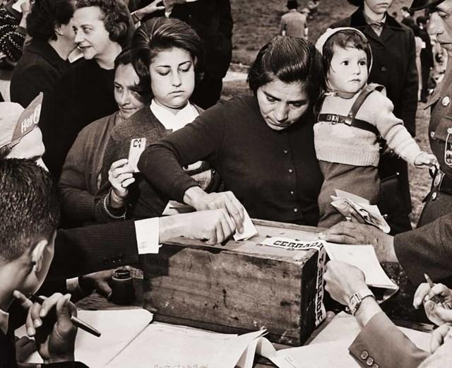 Phụ nữ Colombia được trao quyền bầu cử vào năm 1954.
