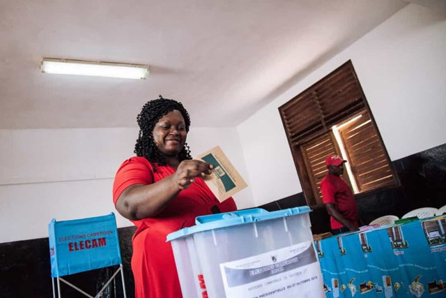 Phụ nữ được trao quyền bầu cử ở Cameroon vào năm 1946.
