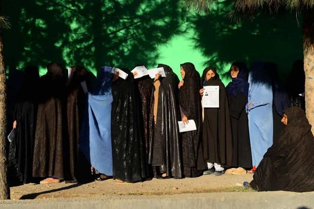 Phụ nữ ở Afghanistan được trao quyền bầu cử vào năm 1965.