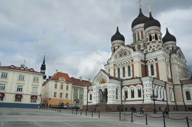 Phụ nữ Estonia được trao quyền bầu cử vào năm 1918, năm nhà nước giành được độc lập từ Đế quốc Nga. Trong ảnh là Nhà thờ Alexander Nevsky ở Tallinn, Estonia.