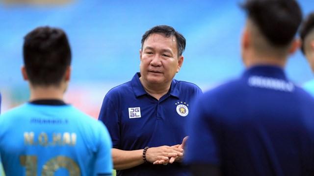 HLV Hoàng Văn Phúc thay HLV Chu Đình Nghiêm dẫn dắt Hà Nội FC. Ảnh: HNFC.