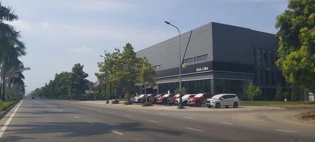 Mặc dù được quy hoạch là khu siêu thị rau củ quả, nhưng hiện nay khu vực này mọc lên showroom ô tô.