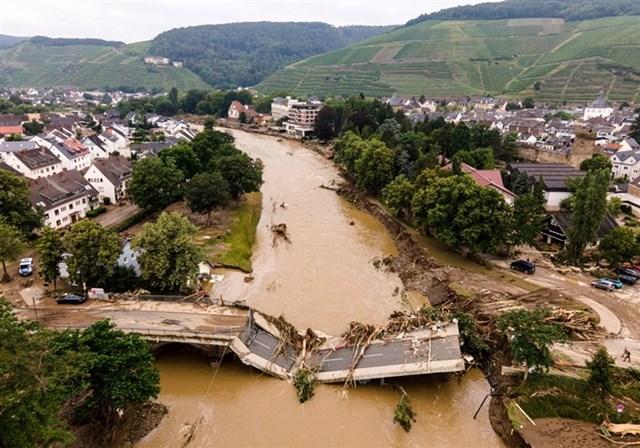 Cầu ở Bad Neueuahr-Ahrweiler, Đức bị hư hại. Ảnh: EPA-EFE.