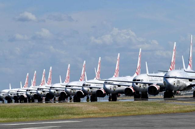 """Máy bay của Hãng hàng không Virgin Australia đỗ tại sân bay Brisbane, Queensland, Australia chờ cơ hội """"chinh phục bầu trời"""" khi dịch Covid-19 được không chế rộng rãi hơn. Ảnh: AP."""
