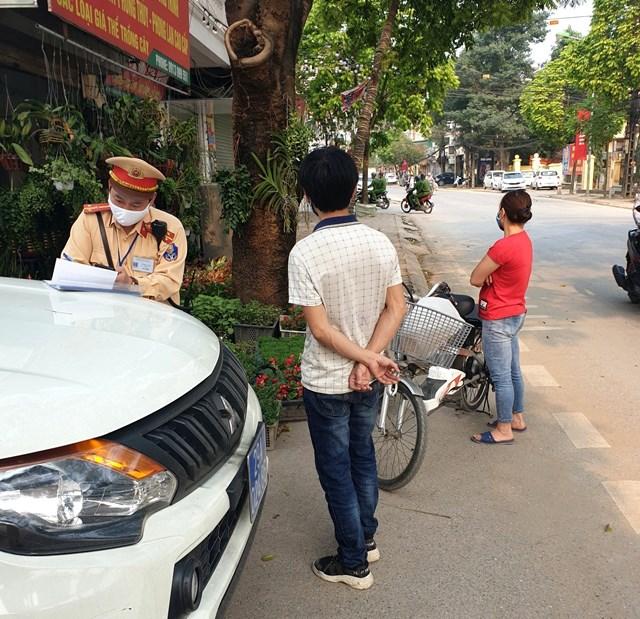 Công an huyện Thường Tín (Hà Nội) phạt nghiêm người vi phạm phòng, chống Covid-19.
