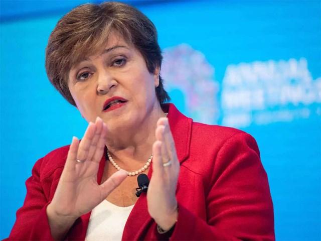 Theo Tổng giám đốc IMF Kristalina Georgieva, quá trình phục hồi kinh tế toàn cầu sẽ chậm lại nếu tốc độ tiêm vaccine phòng Covid-19 không được đẩy nhanh. Ảnh: AFP.