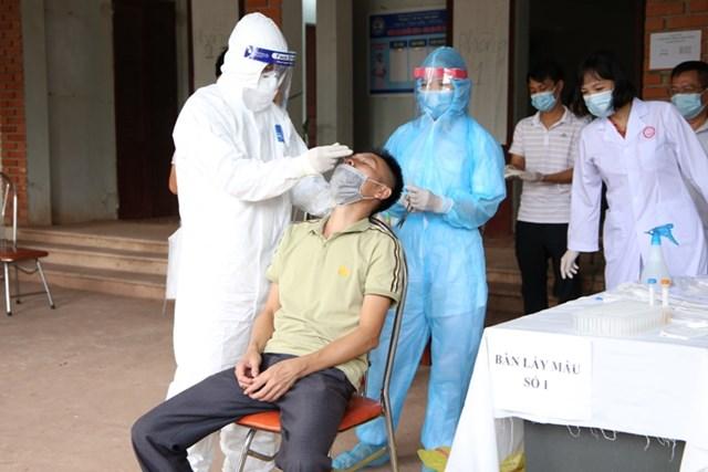 Ngày 27/7: Cả nước ghi nhận hơn 7.900 ca mắc Covid-19, 1.602 bệnh nhân khỏi bệnh - Ảnh 1