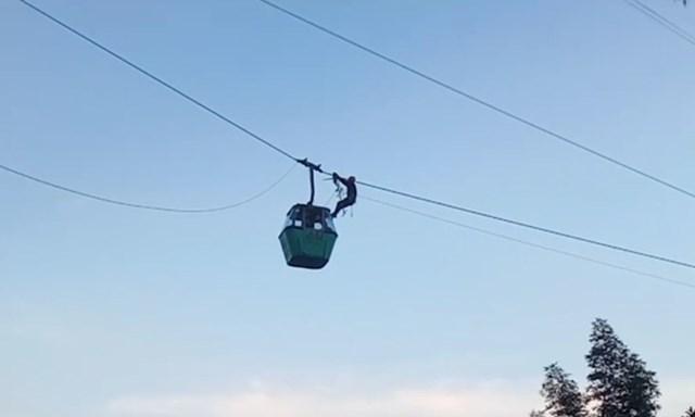 Mexico: Đu dây cứu nhóm người kẹt trong cáp treo cao 30 m - Ảnh 1