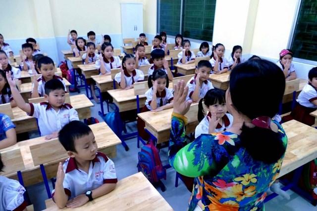 Theo điều lệ trường tiểu học của Bộ GD&ĐT, mỗi lớp không quá 35 học sinh.