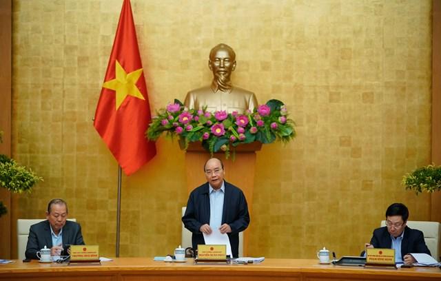 Thủ tướng yêu cầu tập trung thảo luận về tình hình bão lũ, đưa ra một số biện pháp cần thiết. Ảnh: VGP.