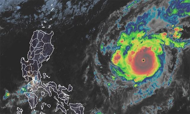 Ảnh vệ tinh bão Goni, đêm 30/10. Ảnh: NOAA.