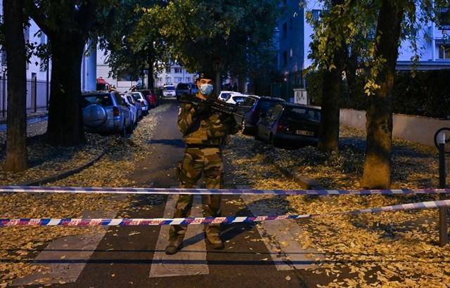 Binh sỹ Pháp bảo vệ hiện trường vụ tấn công bằng súng tại Lyon. Nguồn: AFP.