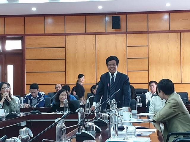 GS.TS Lê Hồng Hạnh phát biểu tại một hội thảo khoa học.