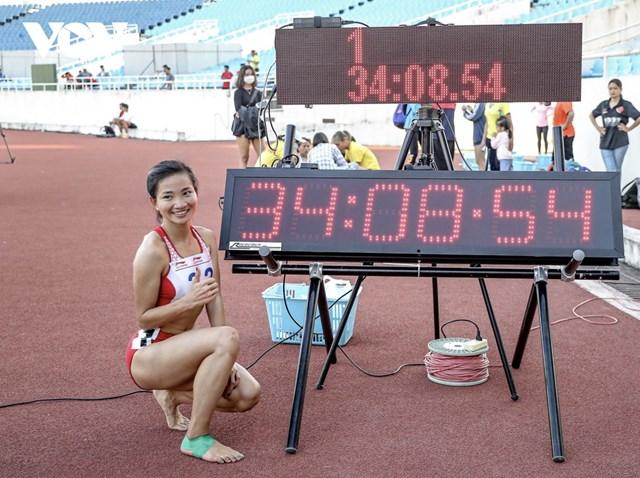Nguyễn Thị Oanh phá kỷ lục quốc gia tồn tại 17 năm.