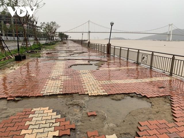 Theo quan sát của PV VOV, Đà Nẵng chưa ghi nhận thiệt hại. Tuy nhiên, do triều cường, gió mạnh gây sóng lớn làm nước sông Hàn tràn lên 1 đoạn đường Bạch Đằng và Như Nguyệt.