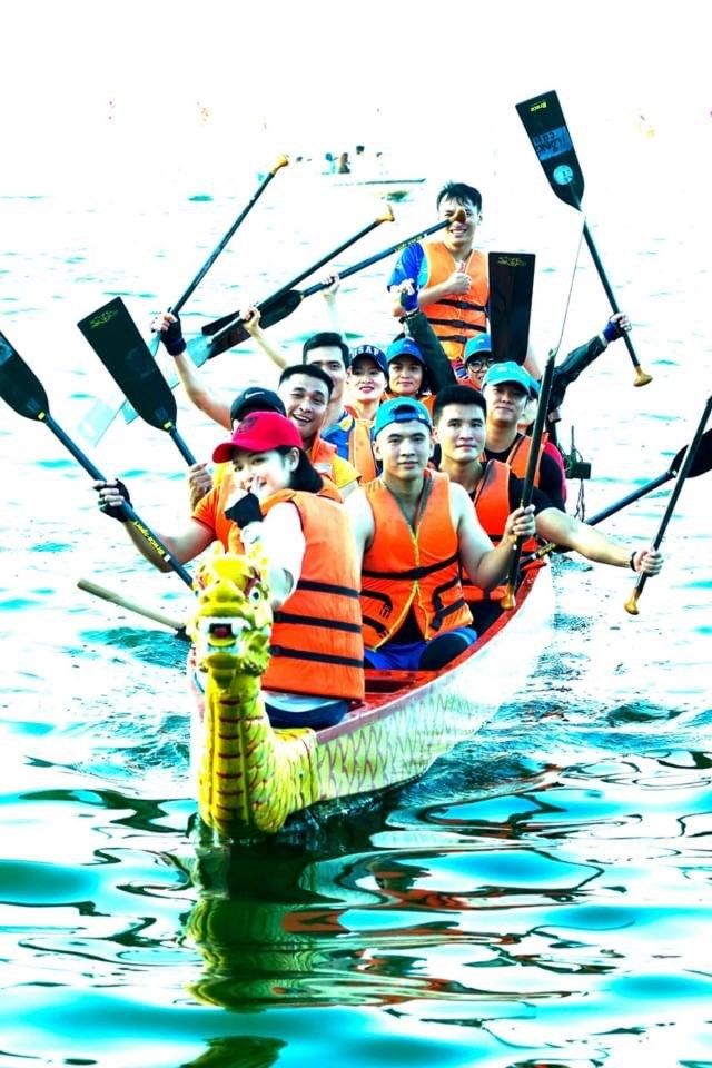 Sôi động giải bơi chải thuyền rồng trên Hồ Tây.