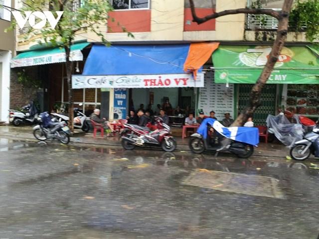 Đà Nẵng sau một đêm 'đón' bão số 13 - Ảnh 3