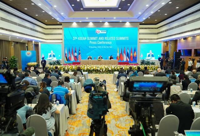 Quang cảnh cuộc họp báo bế mạc ASEAN 37 chiều 15/11. Ảnh: VGP.