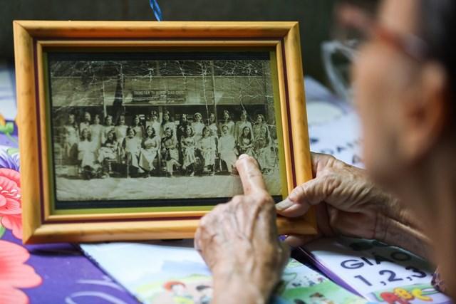 Bà Nguyễn Thị Ba, ở phường Phú Cường, TP Thủ Dầu Một, Bình Dương là giáo viên tiểu học đã về hưu được 7 năm nay.