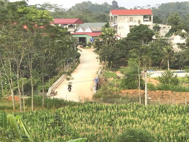 Con đường bê tông để lại những dấu ấn kỷ niệm của anh Trần Xuân Anh.