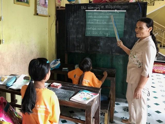 Cô Trần Thị Ngọc Diệp đã có gần 30 năm mở lớp dạy miễn phí cho trẻ em nghèo.