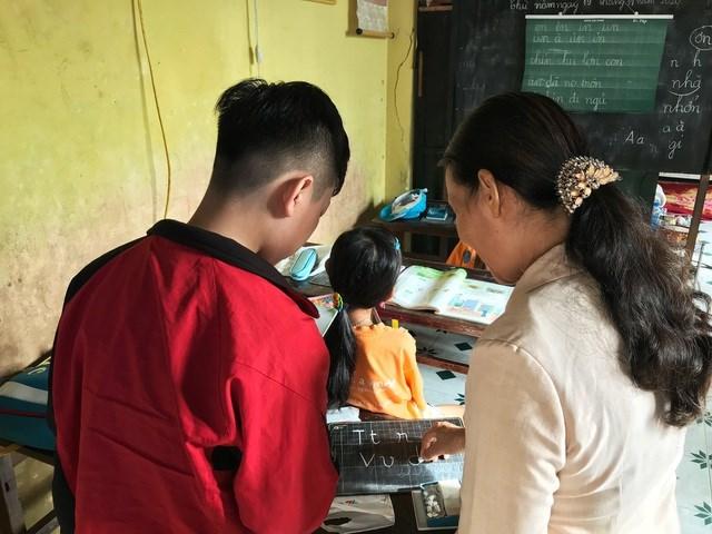 Với tình yêu thương của mình, cô giáo Diệp mong có thể giúp được các em theo kịp bàn bè.