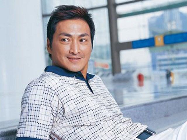 Năm 2013, Hà Gia Kính quyết định dừng đóng phim để tập trung kinh doanh.