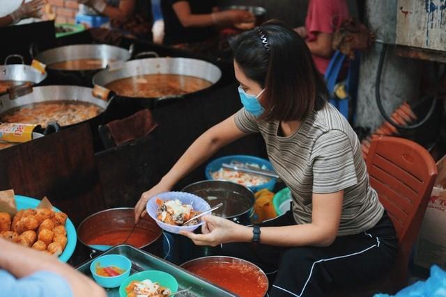 Nước chấm chính là điểm tạo nên hương vị thơm ngon đặc trưng cho quán ăn này.