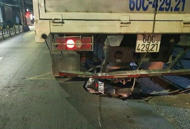 Hiện trường vụ tai nạn trên đường Nguyễn Ái Quốc khiến một nam thanh niên nguy kịch.