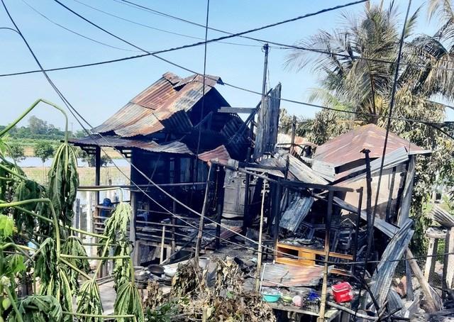 Vụ hỏa hoạn làm cháy 7 căn nhà hoàn toàn.