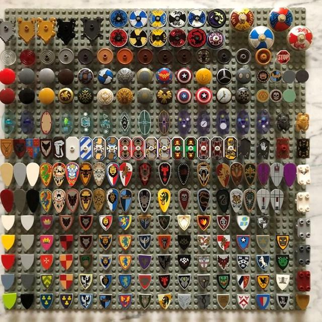 Bộ sưu tập hoàn chỉnh 100% về mọi chiếc khiên LEGO từng được tạo ra.