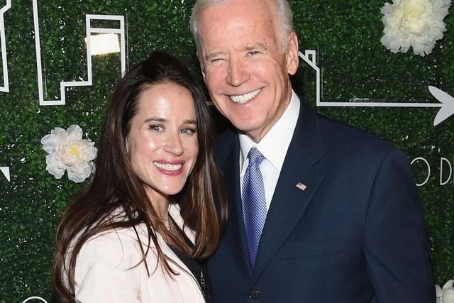Cô Ashley Biden và người cha Joe Biden. Ảnh: Getty.