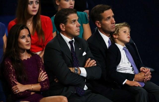 Ashley có mối quan hệ thân thiết với 2 anh trai, trong đó anh cả Beau đã mất vì bệnh ung thư não năm 2015. Ảnh: Yahoo.