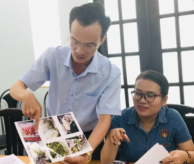 Anh Trần Đức Hùng xúc động khi nhìn lại hình ảnh suất ăn, thực phẩm tại trường học của con.