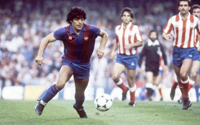 Barcelona đã hỏi muaMaradona và với mức phí 7,6 triệu USD ông đã trở thành hợp đồng kỷ lục thời bấy giờ.