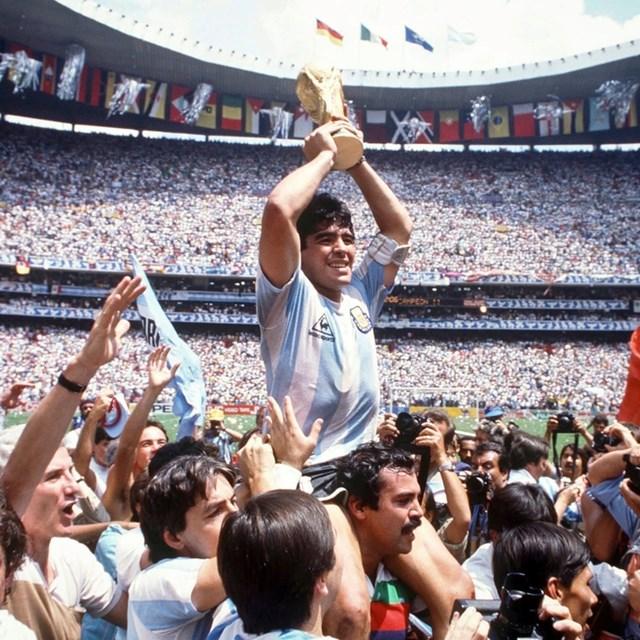 Đỉnh cao sự nghiệp của Maradona là Cúp vàng thế giới cùng đội tuyển Argentina năm 1986.
