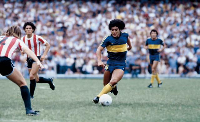 Đội bóng lớn mà ông thi đấu mà Boca Juniors, tại đây ông đã bắt đầu gây dựng sự nghiệp của mình.
