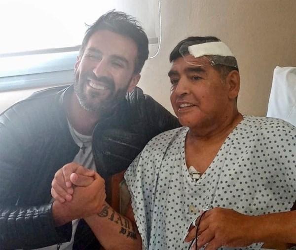 Hình ảnh cuối cùng của huyền thoại Maradona trước khi xuất viện hôm 11/11 sau ca mổ não.