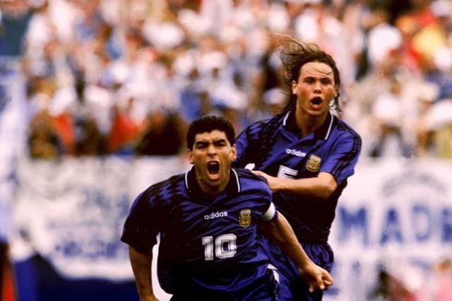 Maradona chia tay Napoli năm 1991, khoác áo nhiều CLB khác nhau trong những quãng thời gian ngắn ngủi.