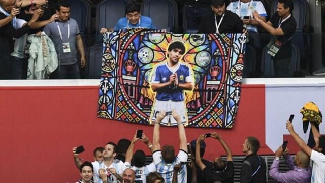 Maradona được các cổ động viên Argentina tôn kính.