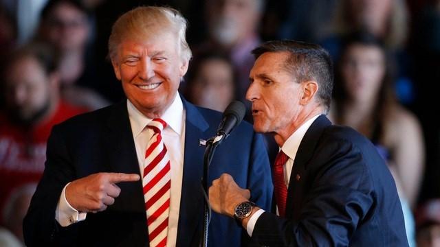 Ông Donald Trump và ông Michael Flynn trong cuộc vận động tranh cử vào tháng 10/2016. Ảnh: AFP.